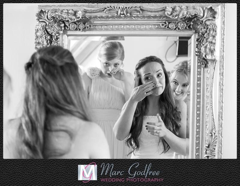 Unmissable wedding day photos- Pre-ceremony emotions