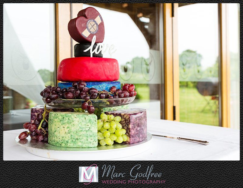 Wedding day costs and how to cut them wedding cake