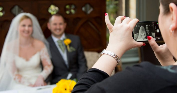 Wedding photography tips for guests